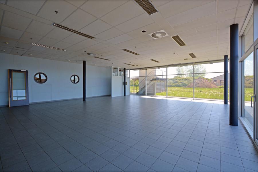 Bedrijfsgebouw (1.560m²) op vernieuwd bedrijvenpark 'Trias' vlakbij N38