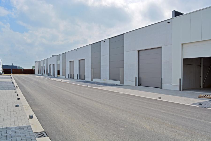 Laatste KMO-units (vanaf 254m²) op 2km van E40 Gent - Brugge.