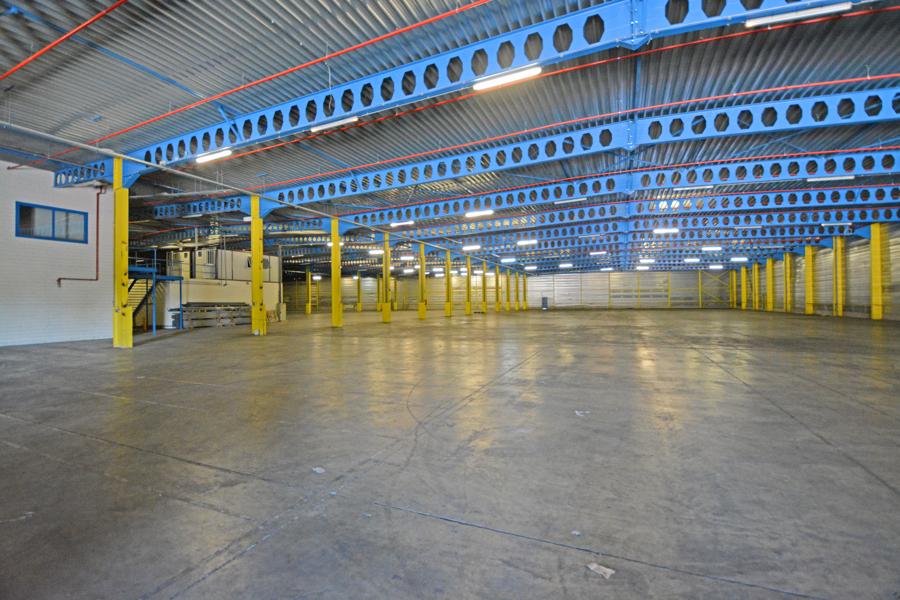 Uitgerust magazijn vanaf 10.000m² tot 30.000m² in industriezone d'Hooie nabij E17