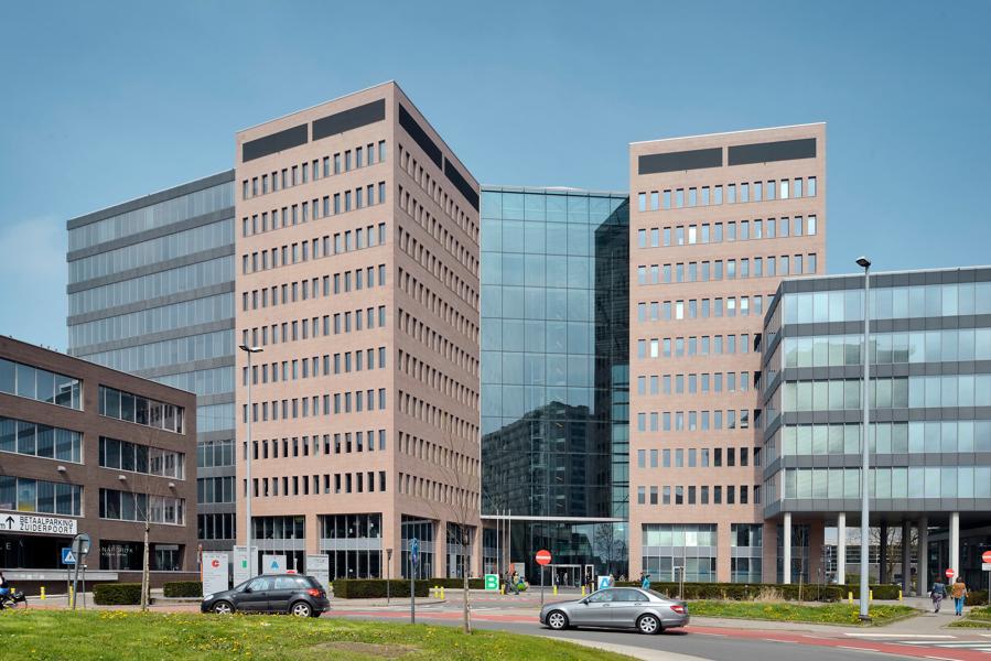 Kantoorruimtes in de Zuiderpoort vlakbij op-en afritten E17, E40 en R4.