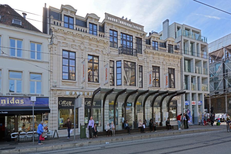 Commercieel gelijkvloers in historisch Gent aan het Sint-Baafsplein