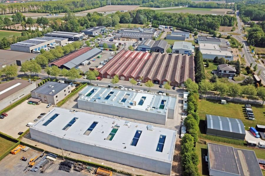 Kwalitatieve KMO-unit (301m²) in industriezone Vlamingveld op uitstekende locatie nabij E40 Jabbeke